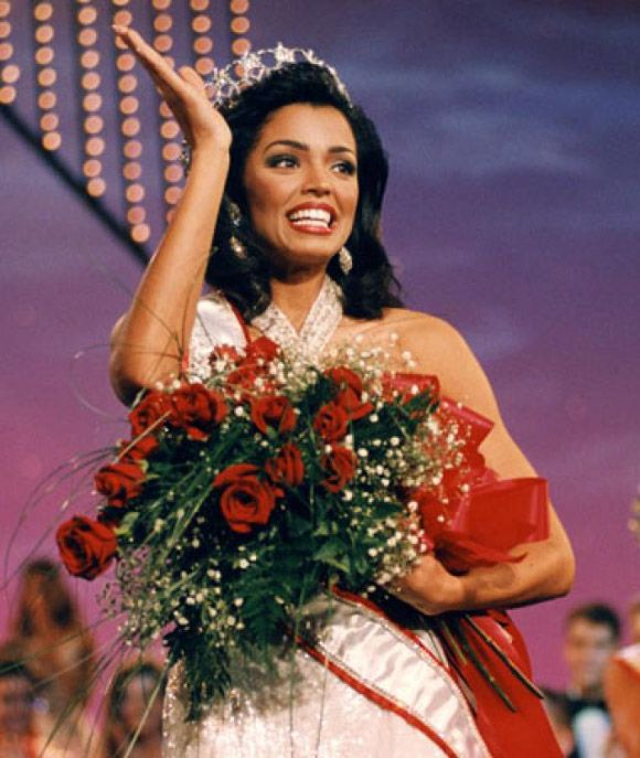 Muere Miss Universo 1995, Chelsi Smith