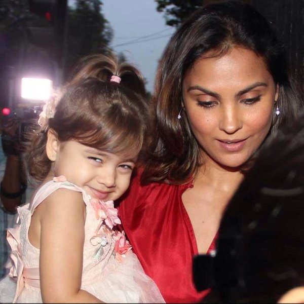 lara-dutta-clicked-with-daughter-saira-bhupathi-201604-703207