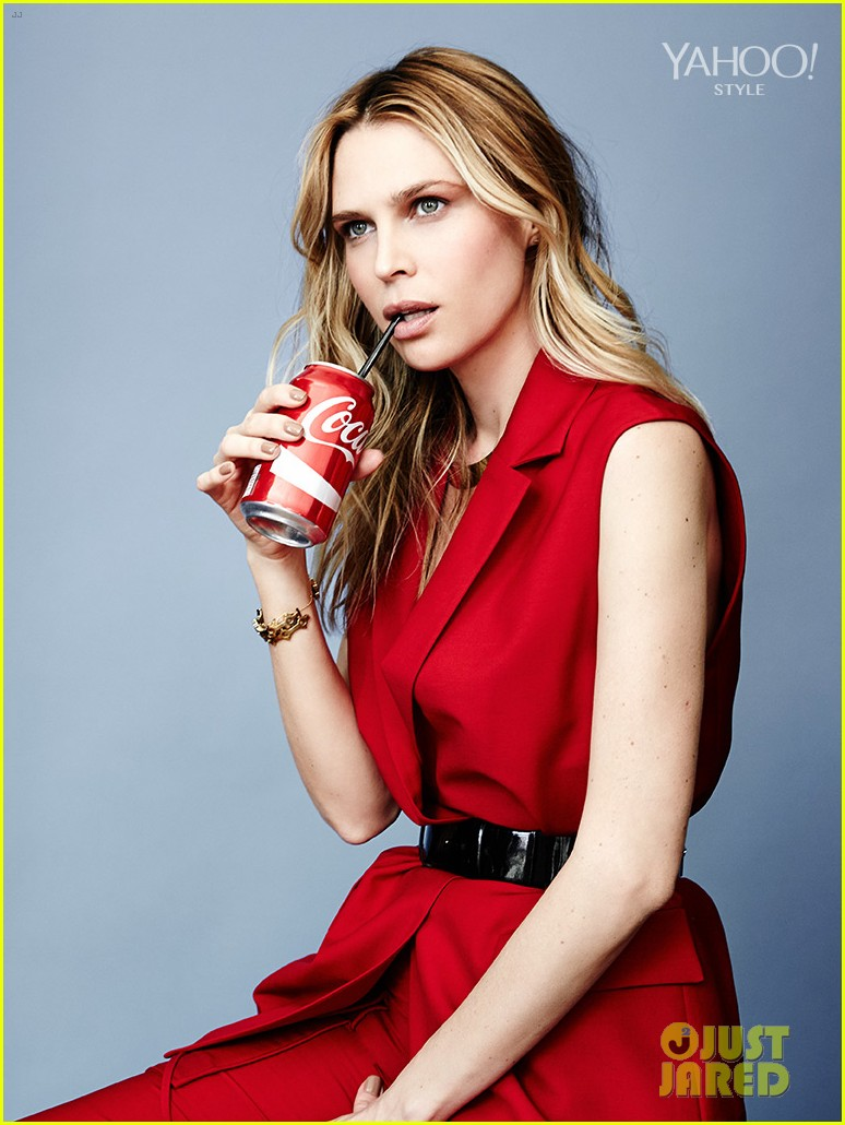 erin-sara-foster-joke-about-dlisters-on-barely-famous-08