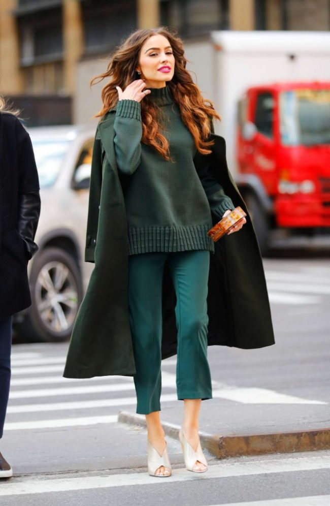 Olivia-Culpo-in-Olive-Green-Outfit--10-662x1015