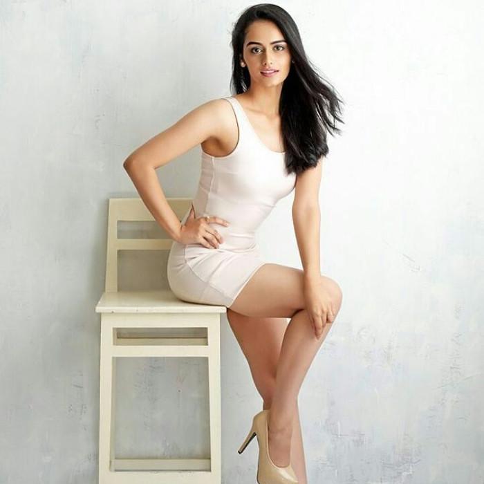 Manushi-Chhillar-sexy