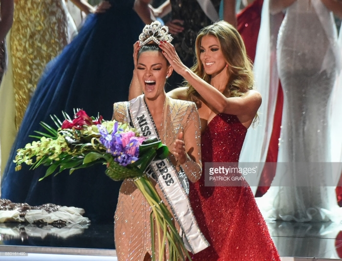 Iris Mittenaere Crowns Demi Peters Miss Universe 2017
