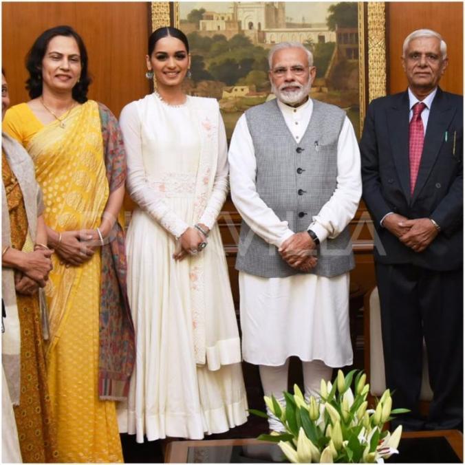Manushi Chhillar meets Narendra Modi-1