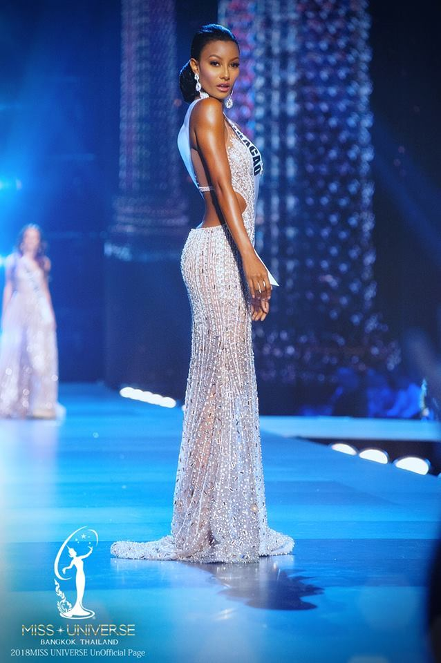 Curacao-4 | The Kaleidoscope of Pageantry